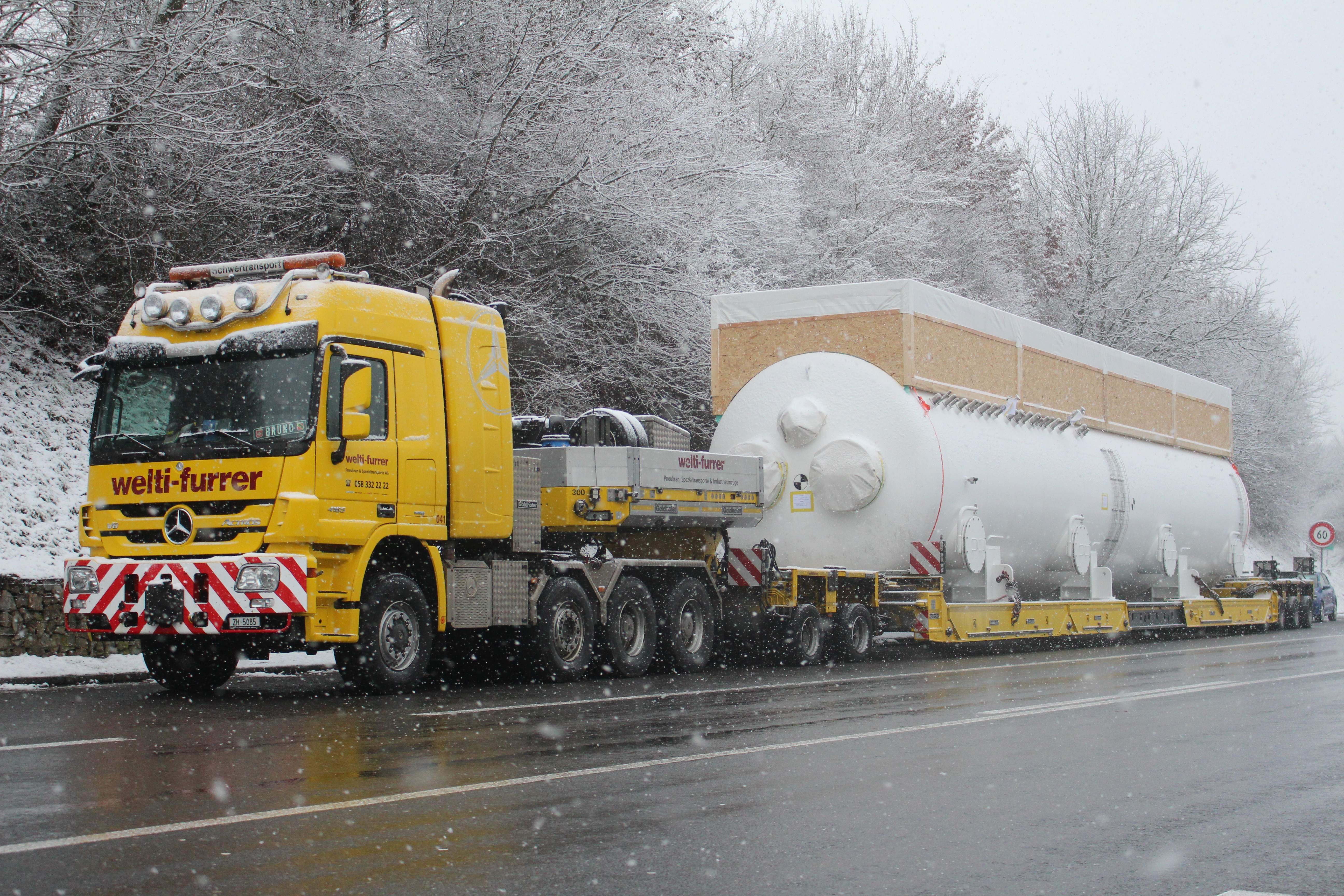 Ausstellen des Transports mit der ColdBox in Hausen bei starkem Schneefall
