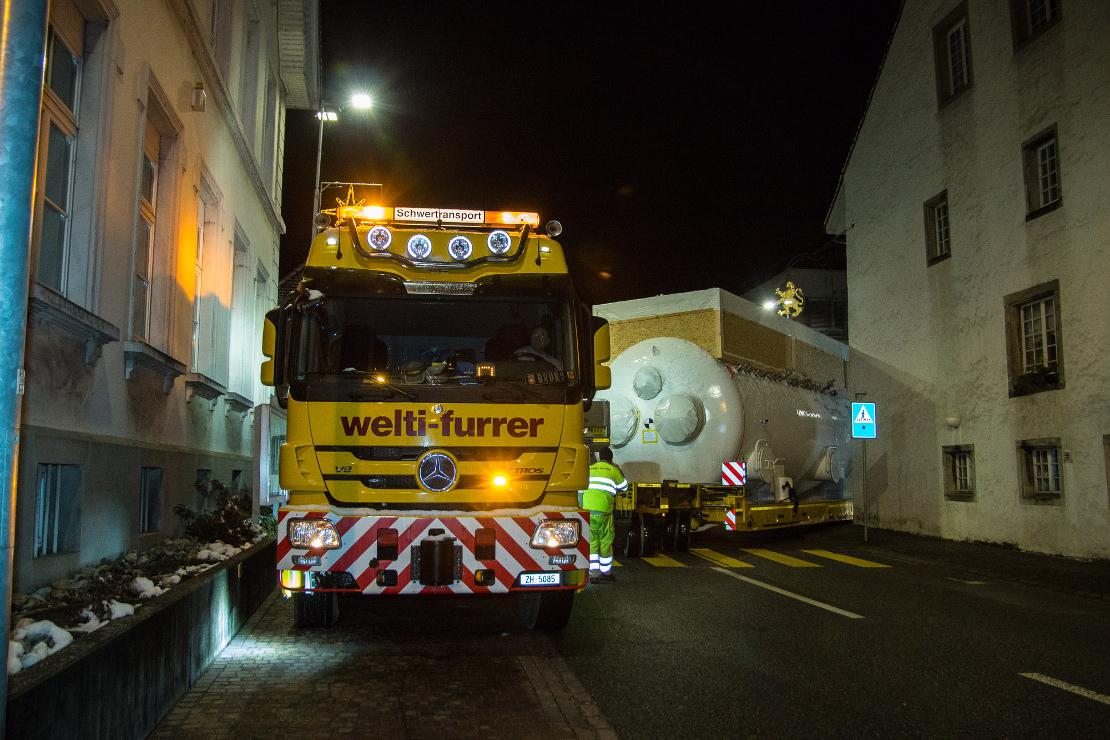 Spezialtransport in der Nacht einer ColdBox von Elgg nach Muttenz